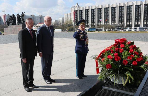 Беглов возложил цветы умонумента героическим защитникам Ленинграда