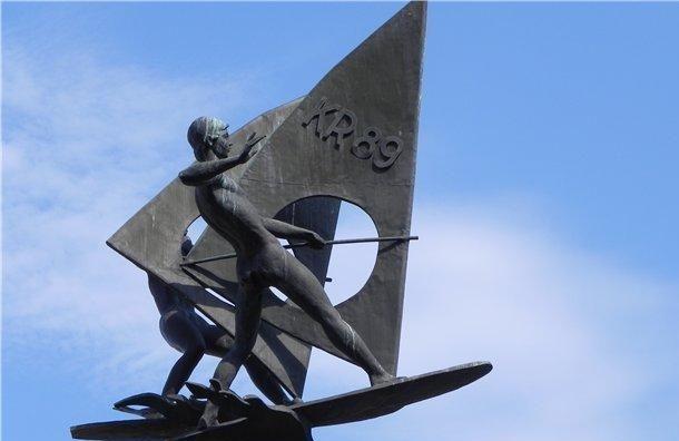 Скульптуру «Виндсерфинг» сняли ссестрорецкого пляжа для реставрации
