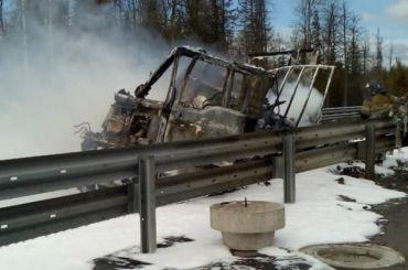 Натрассе М-11 сгорел грузовик