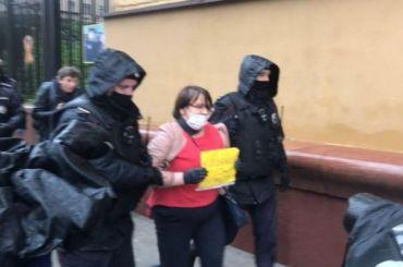 Более десяти участников пикета вподдержку Азара задержали вМоскве