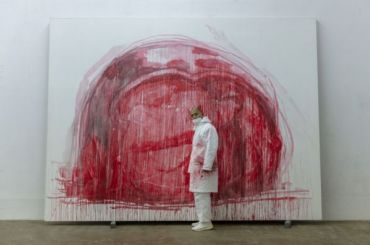 Китайский художник посвятил выставку погибшей откоронавируса беременной