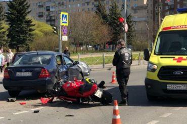 Водитель Toyota пострадал вДТП смотоциклом вгороде Колпино
