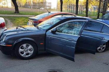 Полицейские устроили гонку сострельбой запьяным водителем Jaguar