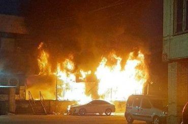 Ночью наулице Руставели сгорел продуктовый магазин