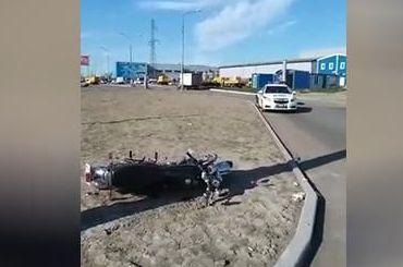 Мотоциклист получил тяжелые травмы вДТП наИндустриальном проспекте