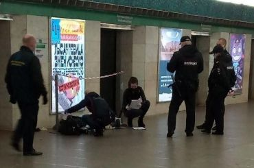 Наплатформе станции «Василеостровская» скончался человек