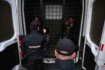 Задержанные петербуржцы жалуются наневозможность дышать