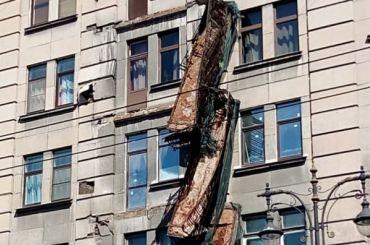 Четыре балкона обрушились вдоме наКирочной улице