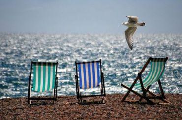 Отдыхающим напляже россиянам придется соблюдать социальную дистанцию