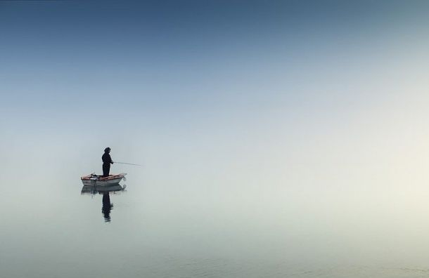 Спасатели вытащили изФинского залива тонущего рыбака
