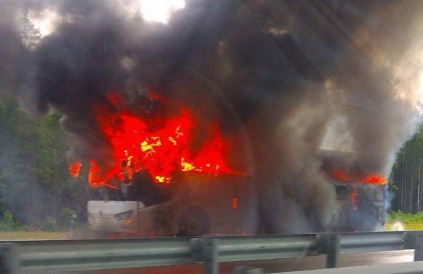 Туристический автобус загорелся натрассе «Сортавала»