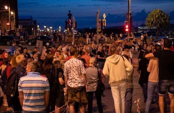 Фоторепортаж: что происходит ночью наулицах Петербурга
