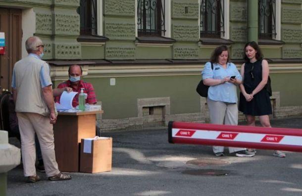 Активист показал пустующий избирательный участок вПетербурге