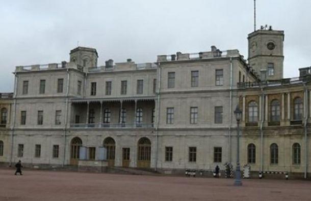 ВООПИиК: Реставрация фасадов дворца вГатчине прошла снарушениями