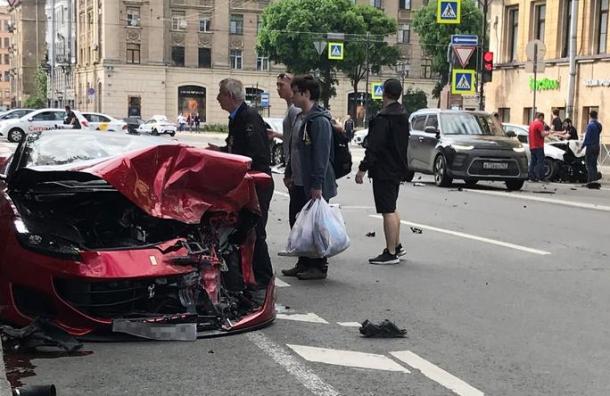 Таксист погиб вДТП сFerrari наВведенской