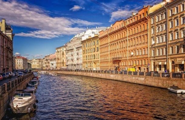 Петербург всреду ждут жара идожди