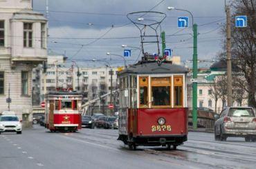ПоПетербургу ездят трамваи военных лет