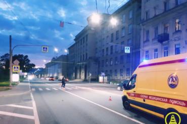 Мотоциклист сбил пешехода вПетроградском районе