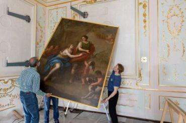 В Китайский дворец возвратились четыре отреставрированные картины