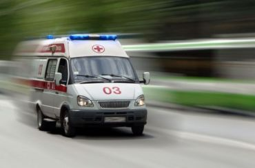 Три человека пострадали после столкновения легковушки слосем вЛенобласти