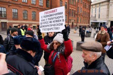 Петербургскую активистку задержали навыходе издома зафевральскую акцию