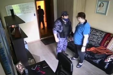 Росгвардеец угрожал москвичу подбросом наркотиков