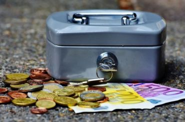 Россияне начали получать единовременные выплаты в10 тысяч рублей