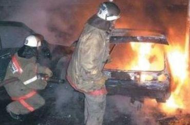 Пожарные ночью тушили загоревшийся автомобиль вМосковском районе