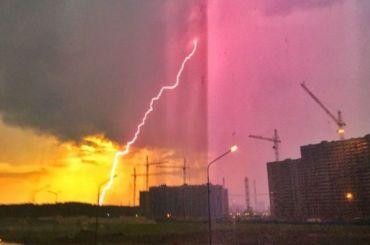 «Зевс ударил поМурино»: мощнейшие молнии, стена дождя ифонтаны излюков