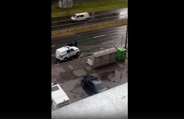 ОМОН оцепил автобусную остановку наВасильевском острове