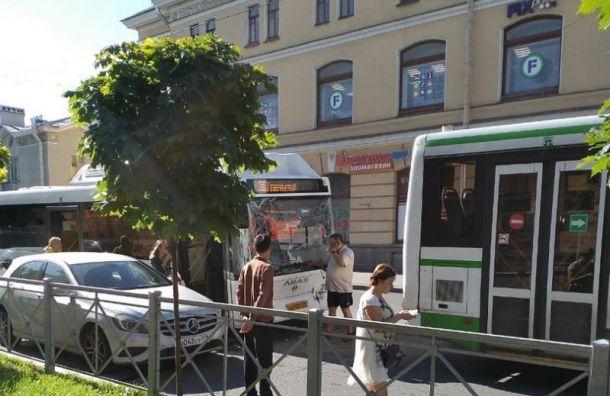 Два автобуса столкнулись вгороде Колпино