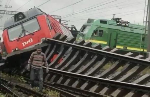 Поезда столкнулись исошли срельсов наМалой Балканской улице