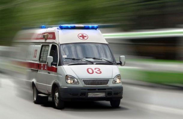 Двухлетняя девочка выжила после падения с14-го этажа вТихвине
