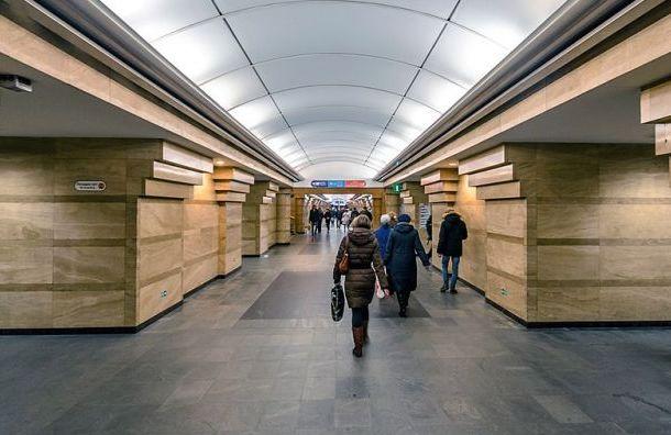 Пассажир упал напути настанции метро «Спасская»