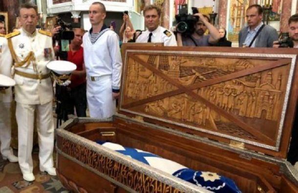 Останки адмирала Ушакова возили поНеве вДень ВМФ врасчлененном виде