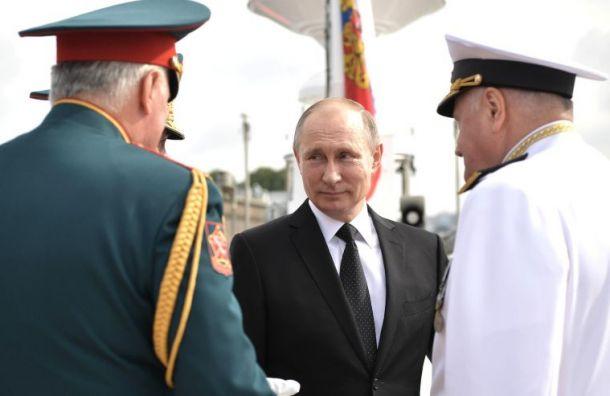 Путин поприветствовал экипажи военных кораблей вКронштадте