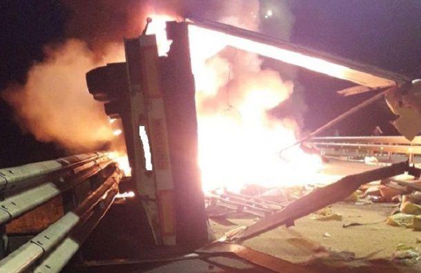 Фура загорелась после ДТП натрассе М-11 «Нева»