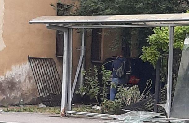 Mercedes влетел востановку вцентре Петербурга