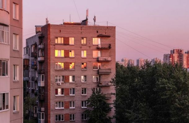 Пьяный мужчина выпал изокна многоэтажки