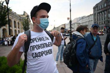 Акция вподдержку журналиста Сафронова завершилась уГостиного Двора
