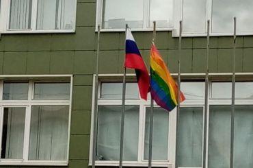 Радужный флаг подняли над одной изпетербургских школ