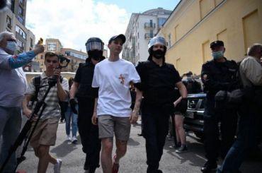 Участников акции вподдержку фигурантов дела «Сети» оштрафовали на10 тысяч рублей