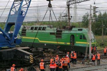 Столкнувшиеся поезда наКупчинской продолжают убирать