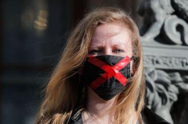Фоторепортаж: как активисты протестовали уМариинского дворца против поправок