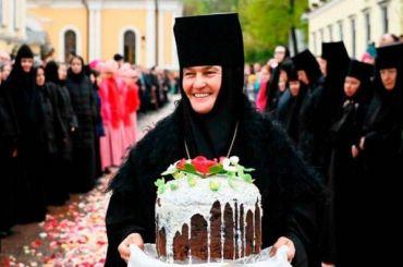 Патриарх Кирилл благословил настоятельницу монастыря продать свой Mercedes Benz