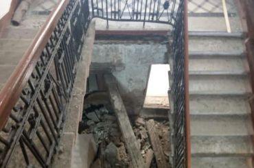 Лестница рухнула поплану