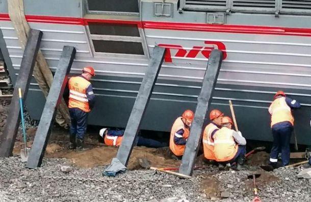 Настанции Купчинская возобновилось движение поездов после аварии
