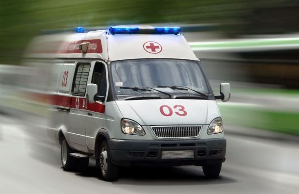 Женщина попала под колеса такси наСветлановском