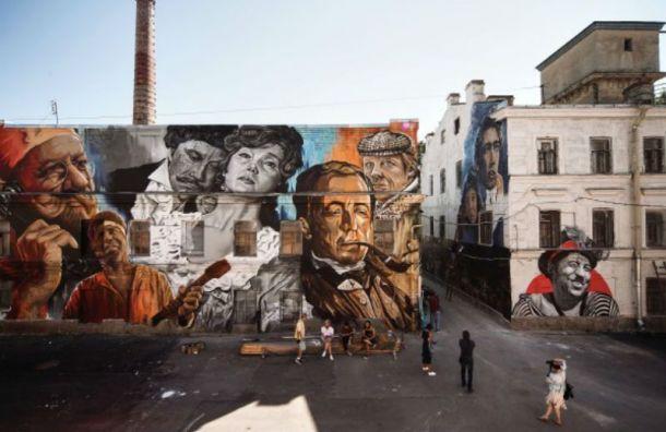 Стены «Ленфильма» украсили граффити сизвестными героями кино