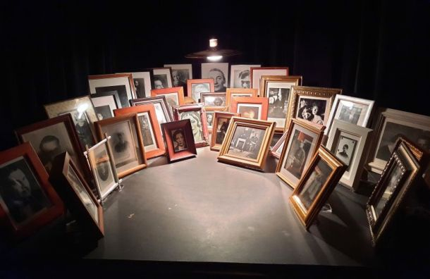 «Ненормальная выставка»: вмузее Ахматовой— аншлаг